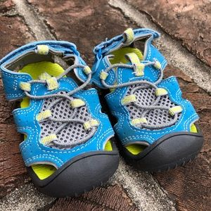 Carters toddler water shoes size 4